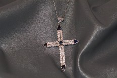 Platinum chain and cross